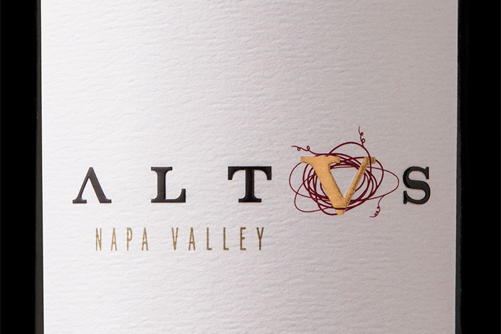 Altvs Wine Bottle and Logo
